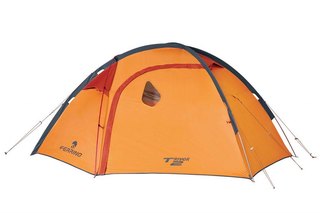 Leggera e robusta tenda da montagna Ferrino Trivor 2: tenda 4 stagioni con sistema di paleria esterna che permette il montaggio rapido.