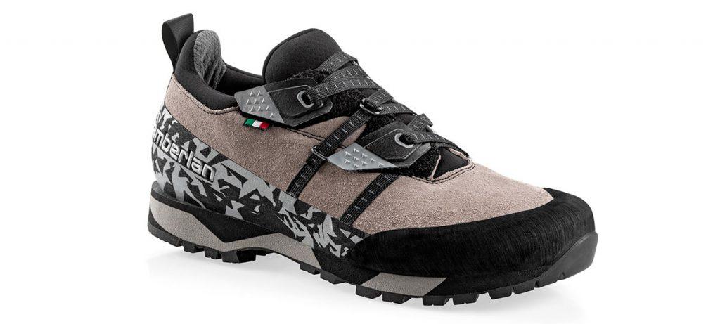 Half Dome è una scarpa approach dalla calzata avvolgente e precisa grazie all' innovativa allacciatura a velcro micrometrica brevettata da Zamberlan