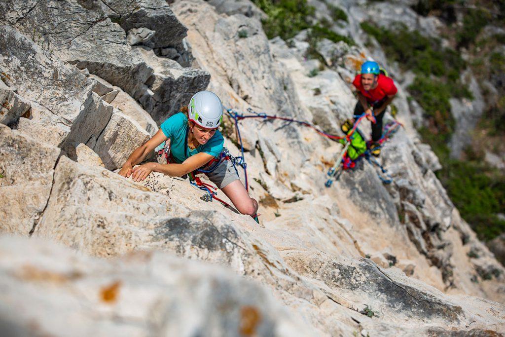 """Climbing Technology, il marchio rappresenta la sintesi """"Made in Italy"""" di una forte passione per lo sviluppo tecnico nel mondo outdoor unita alla cura dei dettagli nella progettazione e nella produzione di tutti i dispositivi di protezione individuali"""