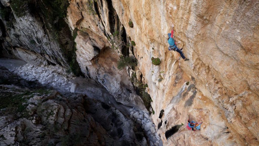 Gorropu, the film featuring Polish climber Aleksandra Taistra, makes premiere at the Ladek Mountain Festival and online on the Ferrino website ferrino.it