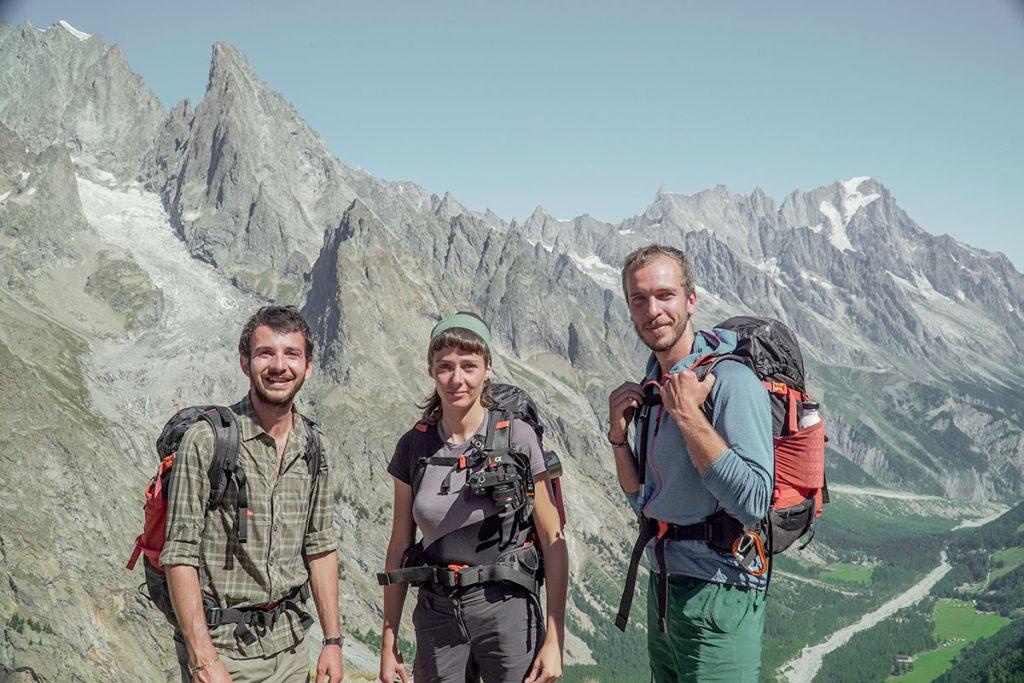 Giacomo Riccobono, Sara Furlanetto e Yuri Basilicò nel massiccio del Monte Bianco camminando lungo il Sentiero Italia, l'alta via più lunga del mondo