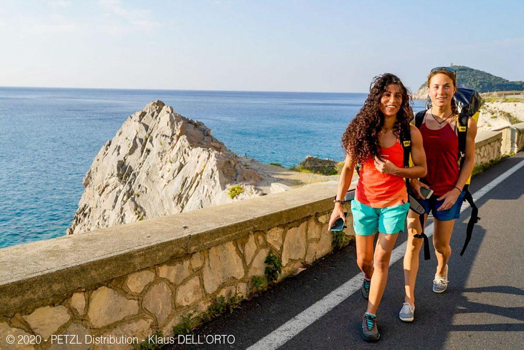 Wafaa Amer con Federica Mingolla di ritorno da Capo Noli