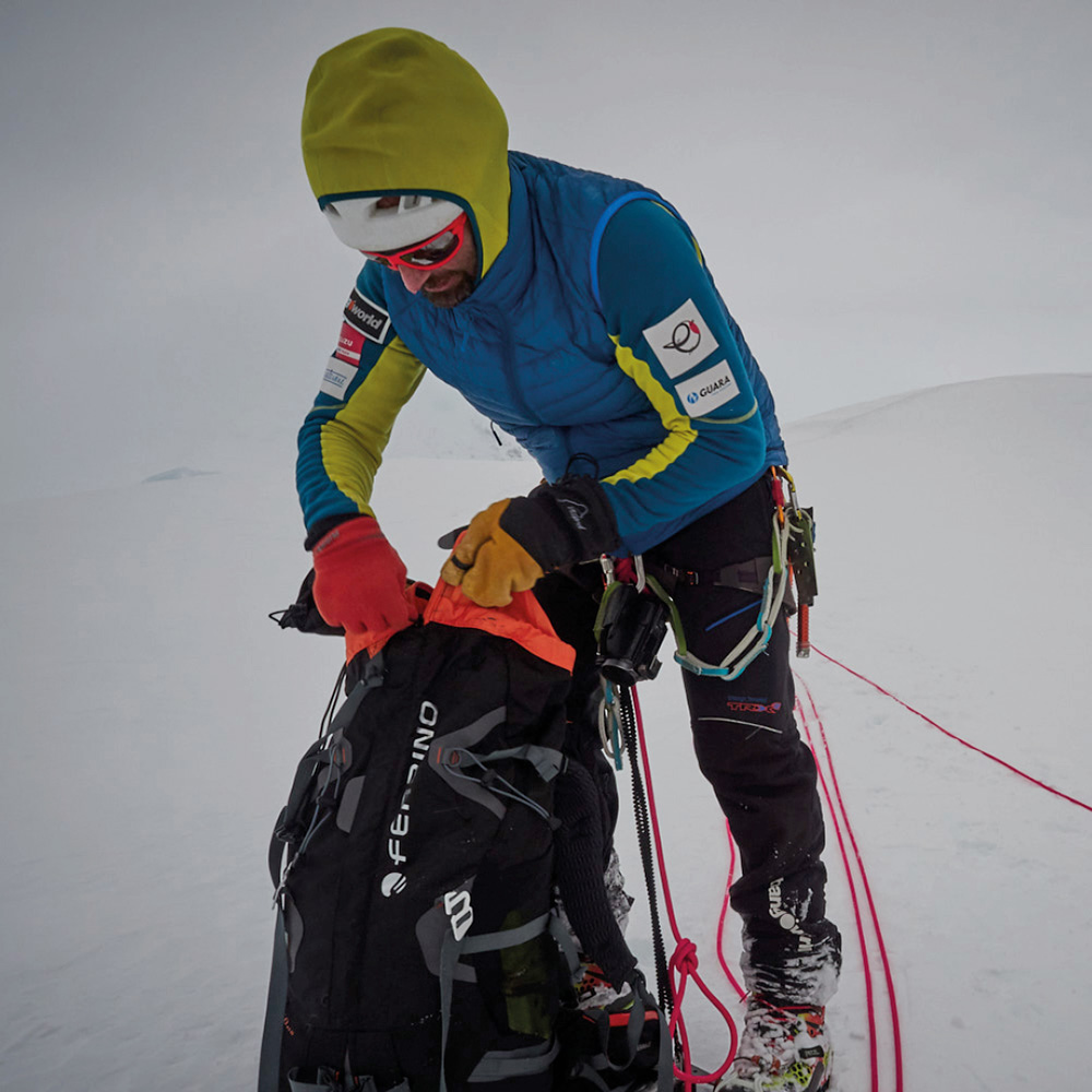 Alex Txikon has teamed up with Basque climber Iñaki Álvarez and Italian Simone Moro for his new winter target, Manaslu. And Ferrino is proud to offer its support for this important challenge.