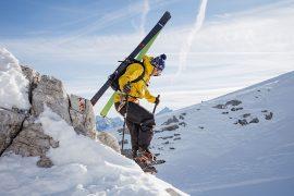 SCARPA presenta F1 LT, lo scarpone da scialpinismo ultraleggero per affrontare ogni tipo di discesa.