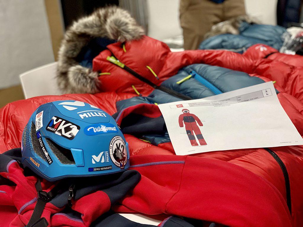 Millet Trilogy MXP Down Suit M. Progettata per le temperature estreme come quelle che caratterizzano il K2 in inverno, la tuta in piuma d'oca è la più isolante che Millet abbia mai realizzato.