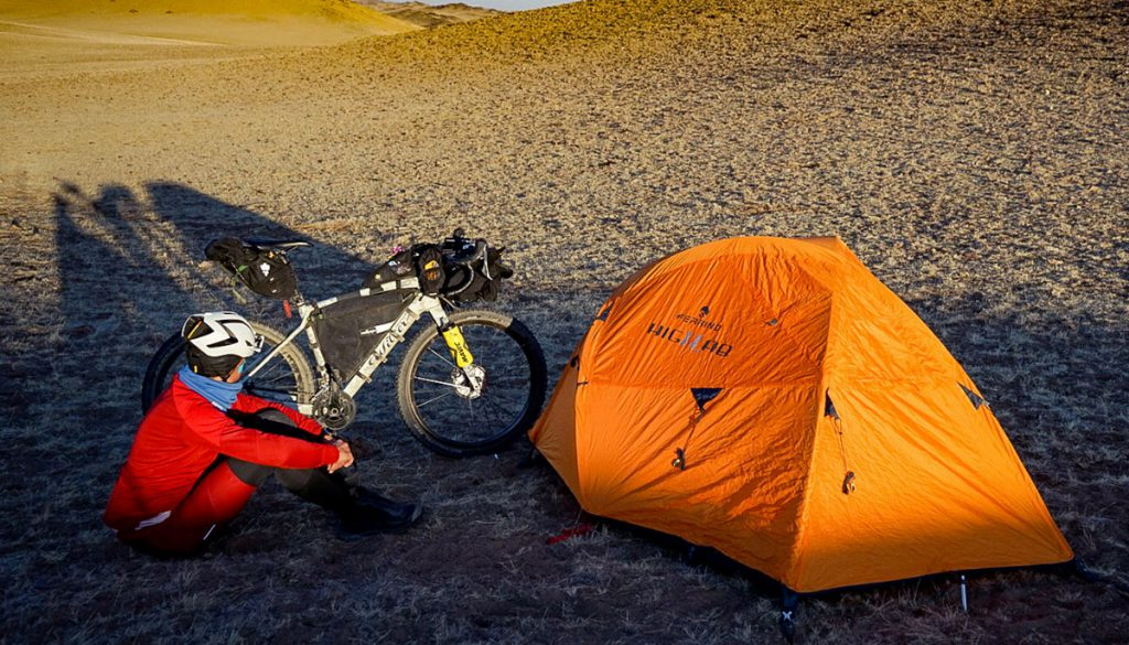 L'ultraciclista romano Omar Di Felice, è pronto a una nuova sfida e Ferrino con lui: attraversare tutto il versante nepalese dell'Himalaya in inverno