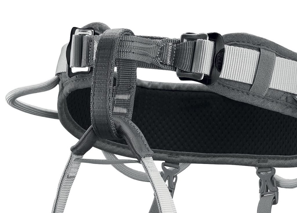 Petzl Corax - The waistbelt is equipped with two DOUBLEBACK buckles for easy centering and adjustment of harness. Gear loops are thus kept in an optimal position.