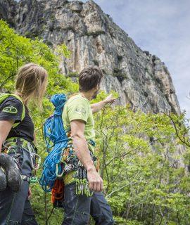 Esordio in parete? Con i dispositivi sicuri di Climbing Technology sarà ancora più facile iniziare ad arrampicare e muovere i primi passi in parete.