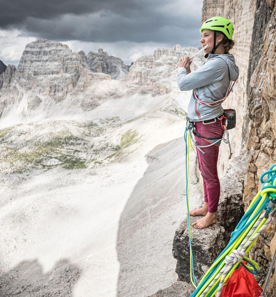 Eline Le Menestrel in arrampicata con gli Alpine Hemp Tights © Storyteller Labs