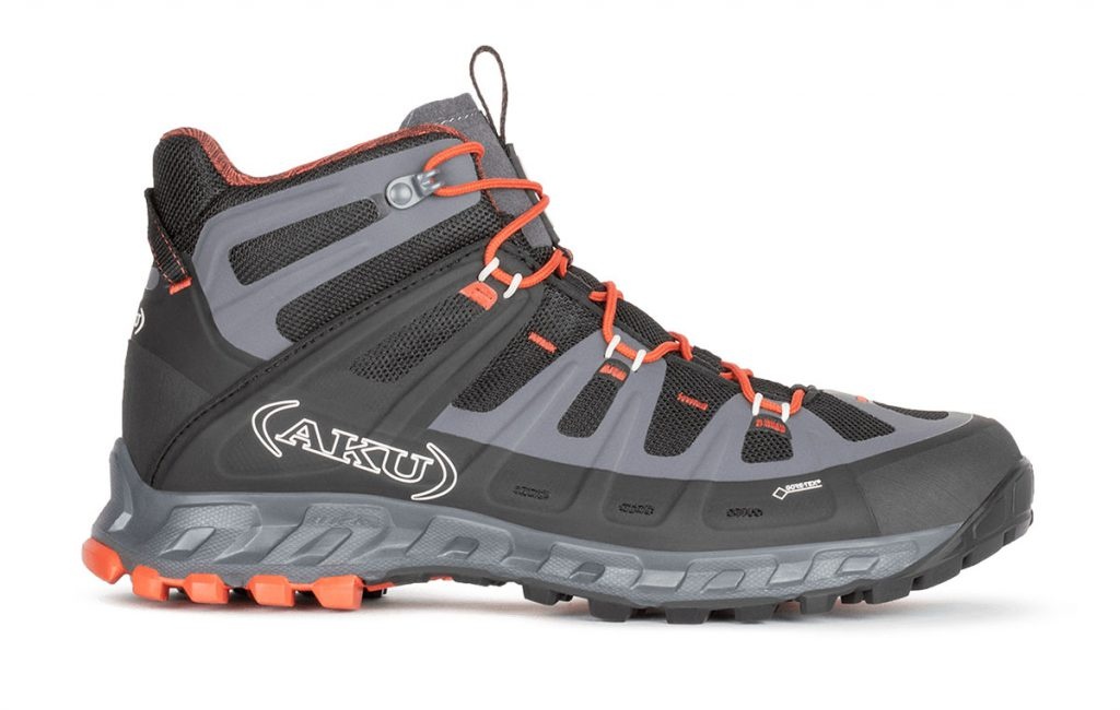 Light hiking shoes AKU Selvatica Mid GTX perfect for light hiking and trekking or for moving quickly in the mountains in total comfort.