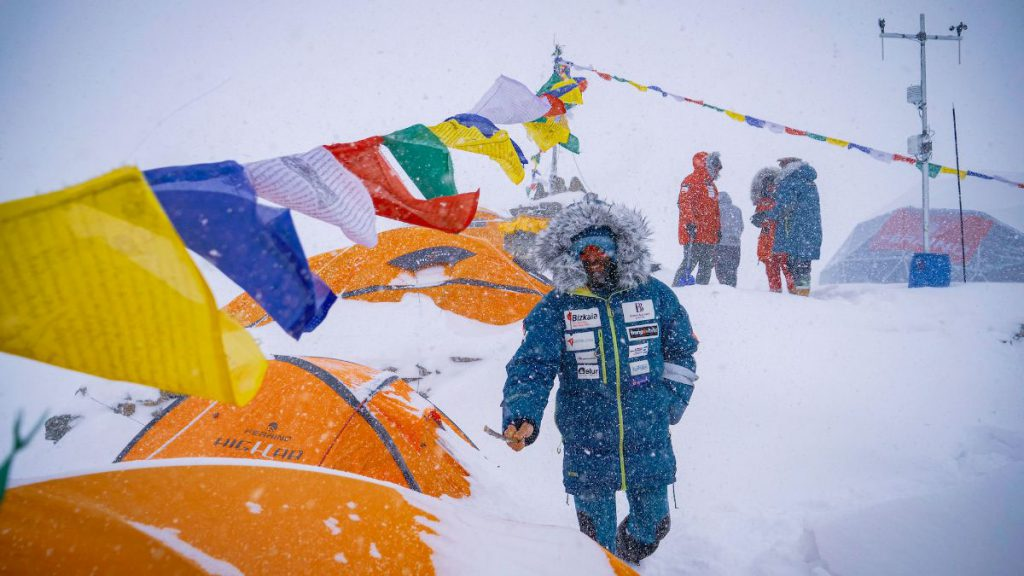 Over the last past years Alex Txikon stood out not only for his ethical attitude in mountain or for having dealt with the giants of the hearth during the winter, but also for his attention to the environment and to the people who live in the Himalayan area.