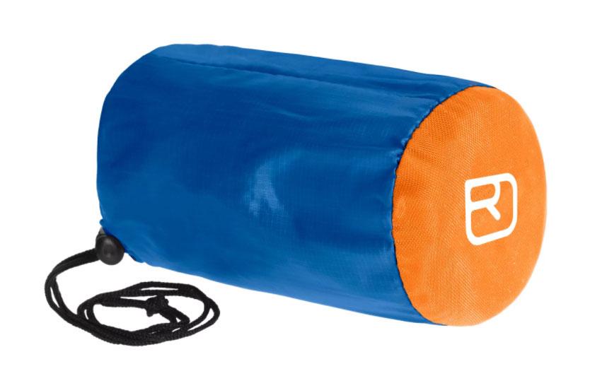 Sacco da bivacco Ortovox Bivy Ultralight, un piccolo e leggero sacco da bivacco che offre in montagna una protezione determinante in caso d'emergenza.