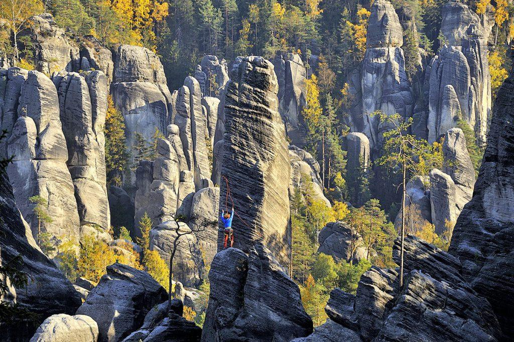 Singing Rock attrezzatura da arrampicata e alpinismo prodotta da CLIMBERS FOR CLIMBERS: imbracature, corde, rinvii, caschi, moschettoni, piccozze, ramponi