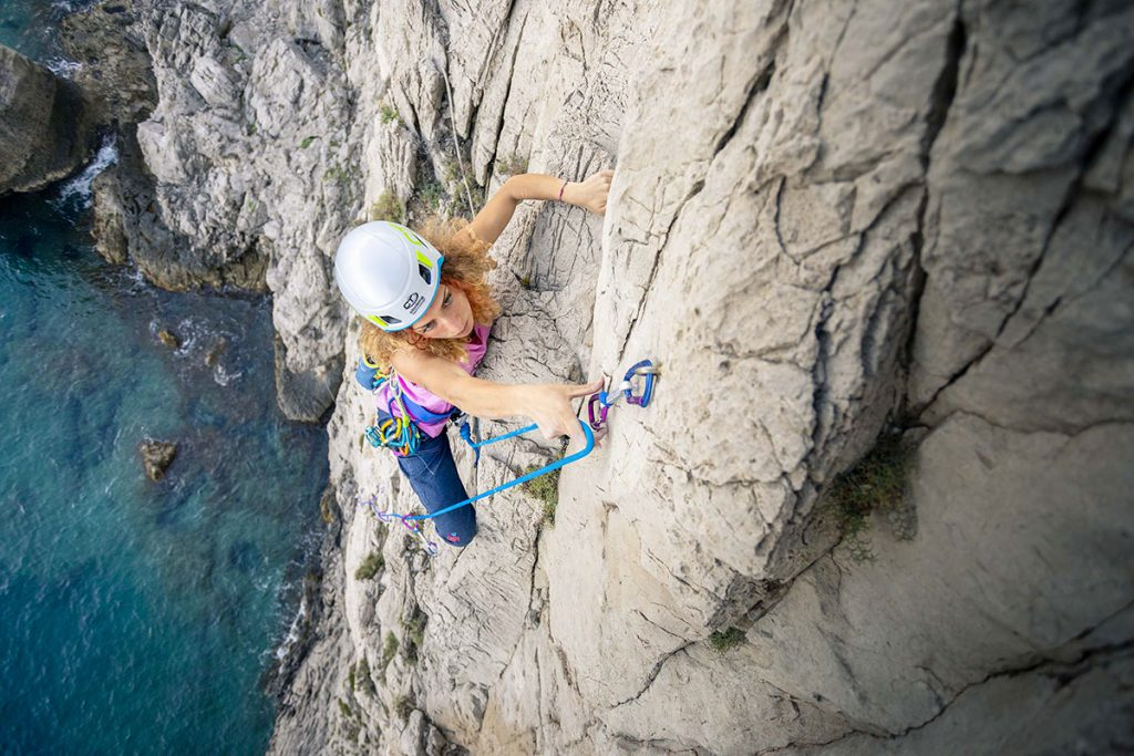 Arrampicare sulle vie lunghe con i 'compagni giusti': ecco l'attrezzatura di Climbing Technology