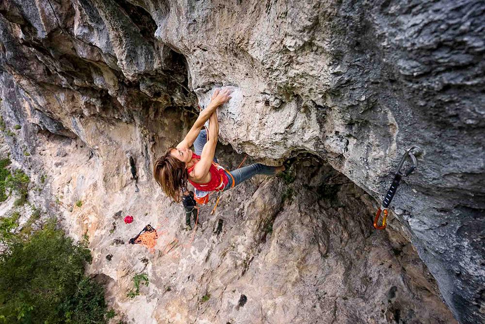 Laura Giunta in arrampicata a Ferentillo © Klaus dell'Orto / Petzl Distribution