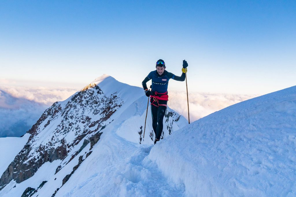 Manuel Merillas ottiene il record di salita e discesa dal Monte Bianco. SCARPA accompagna l'atleta verso un nuovo record nel panorama trail running © Giacomo Meneghello