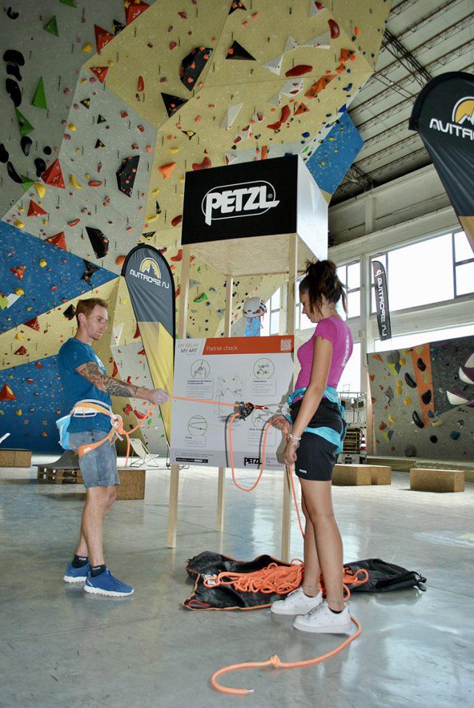 Oggi nasce nel mondo dell'arrampicata sportiva indoor una nuova partnership tra Petzl e la palestra Urban Wall che si tradurrà in iniziative di formazione, educazione, sport e cultura verticale. © Andrea Calilli